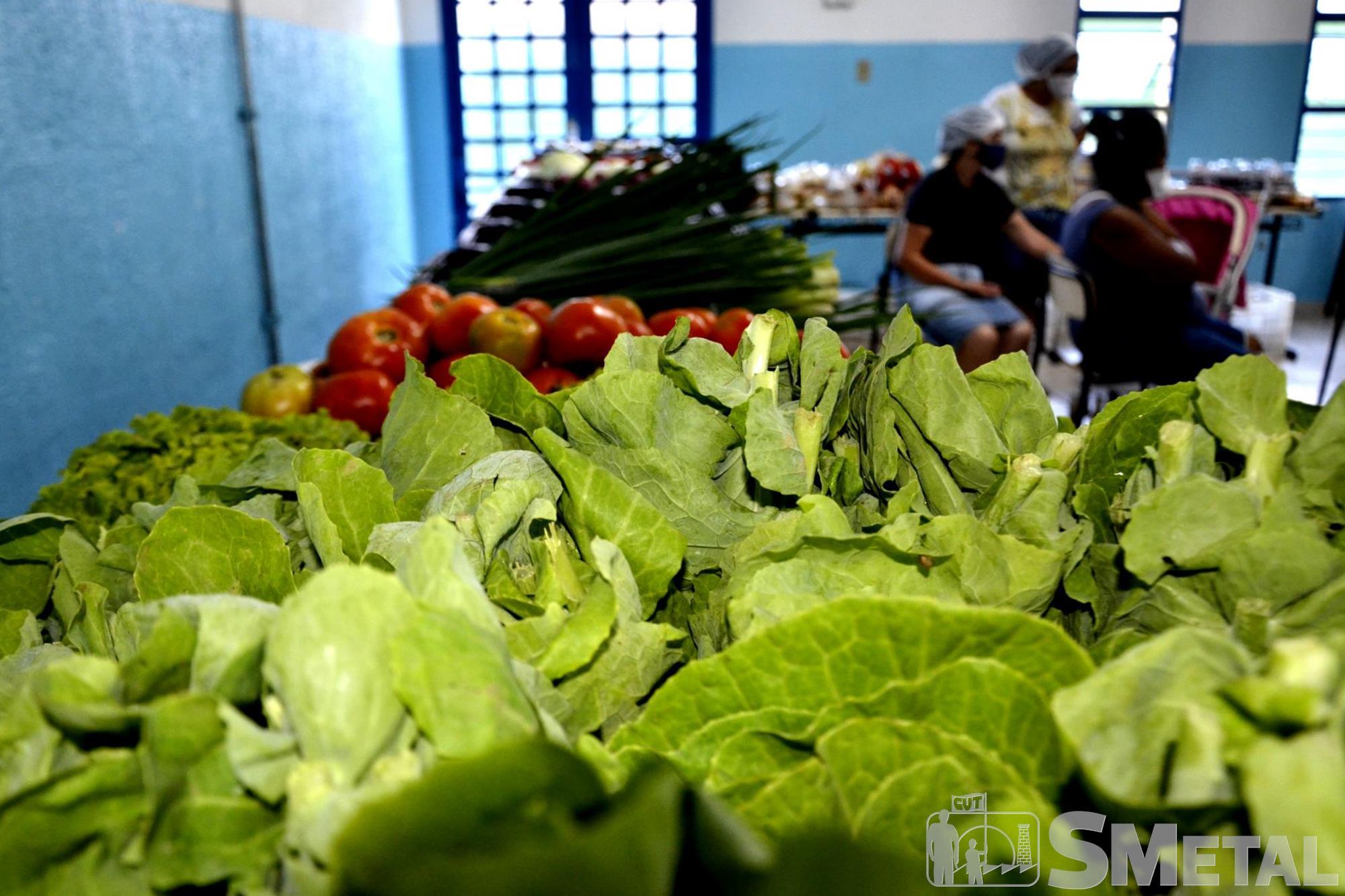Jônatas Rosa/Imprensa SMetal , Nossa Feira é Livre usa sementes como moeda social para compra de alimentos