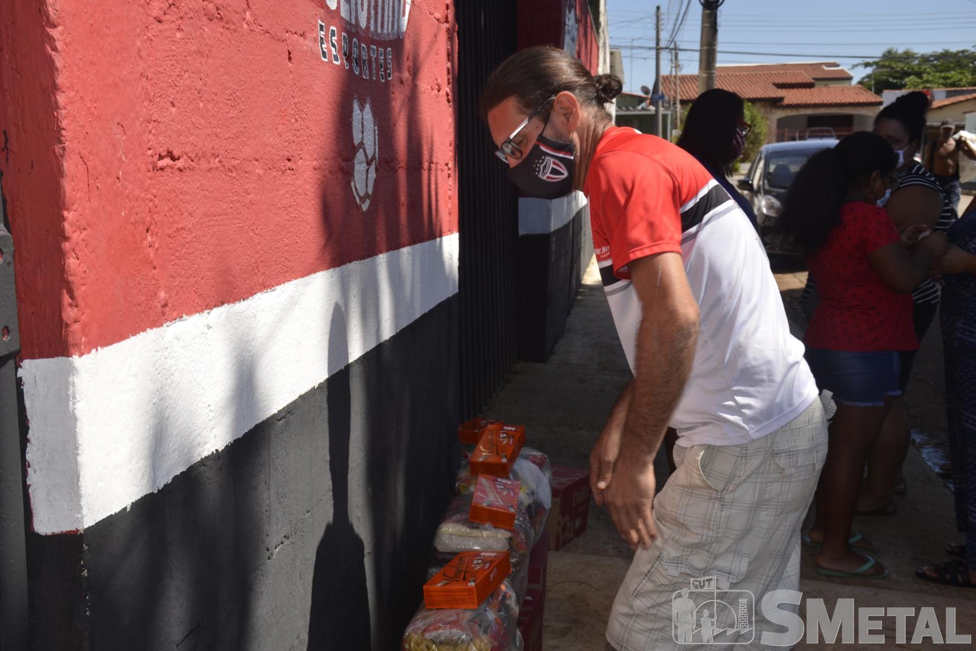Caroline Queiróz Tomaz/Imprensa SMetal, Paulistano,  CUFA e Banco de Alimentos realizaram doações neste sábado