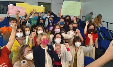 Mulheres ocupam a Câmara de Sorocaba contra machismo de Vinicius Aith